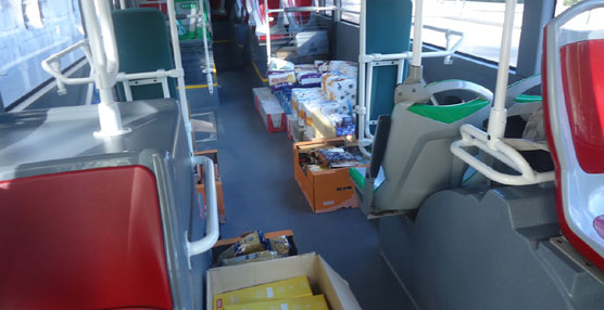 EMT Valencia aporta alrededor de media tonelada de comida y alimentos no perecederos para el 'urbano solidario'
