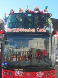 Los niños de Cádiz reciben de los Reyes Magos viajes gratis en los autobuses de City Sightseeng