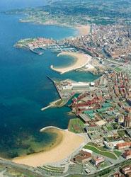 El Puerto de Gijón cierra 2012 con 6 millones de euros de pérdidas, la mitad que en 2011