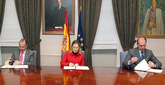 Se firma el convenio para la cesión provisional de 19.000 metros cuadrados de terreno junto a la estación de Almería