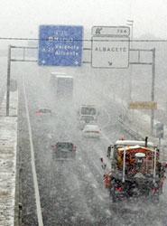 Preparadas en Madrid para hacer frente a las nevadas 128 quitanieves y 14.740 toneladas de fundentes