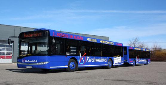 La suiza PostBus pone en marcha el sistema de remolque de pasajeros en sus autobuses urbanos 'para ampliar la capacidad'