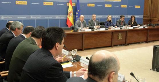 Fomento y las empresas portuarias analizan propuestas para mejorar la eficiencia y competitividad del sector