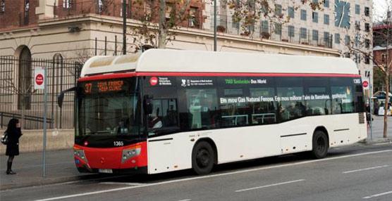El primer autobús de gas natural comprimido transformado en híbrido eléctrico se integra en la flota de TMB