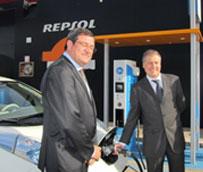 IBIL y Nissan instalan el primer punto de carga rápida en una estación de servicio del Grupo Repsol de Cantabria