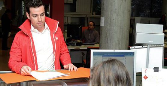El Consejo de la Juventud de Murcia entrega la documentación a la Comunidad para iniciar el Búho Bus