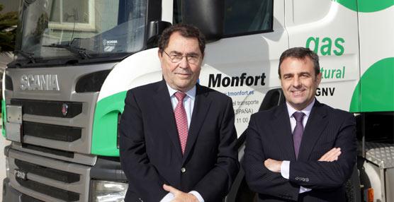 Francisco Navarro, Gerente de Ventas a Flotas en Scania Hispania junto a Manuel Monfort, Presidente de Transportes Monfort.