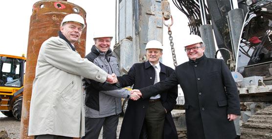 Los responsables de ZF colocan la primera piedra de su nueva sede central ZF Forum en la ciudad de Friedrichshafen
