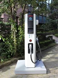 El número de cargadores rápidos para vehículos eléctricos se ha duplicado en apenas un año hasta alcanzar los 2.000