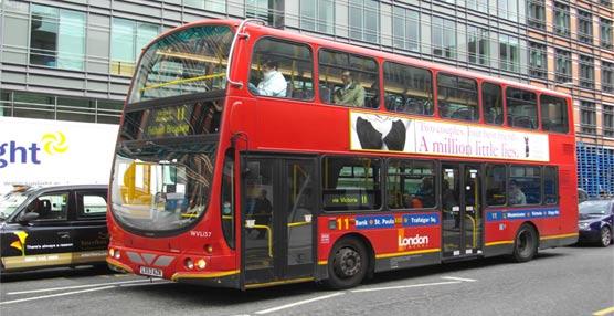 Uno de los característicos autobuses londinenses.