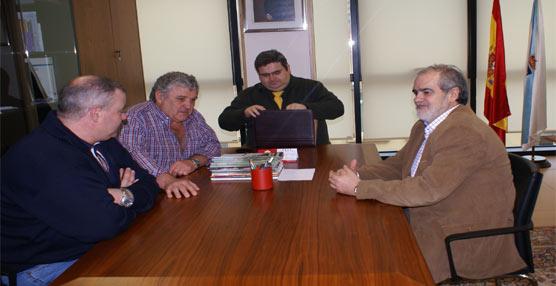 Las gallegas FETRAM y FEGATRANS denuncian que los transportistas 'son obligados a realizar la carga y descarga'