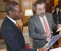 El alcalde de Cincinnati (Estados Unidos) se interesa por el modelo del tranvía de la ciudad de Zaragoza