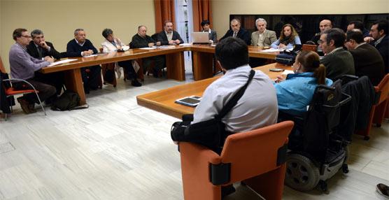 La Asociación de Personas con Discapacidad Física de Jerez reclama una mayor presencia de vehículos con rampa