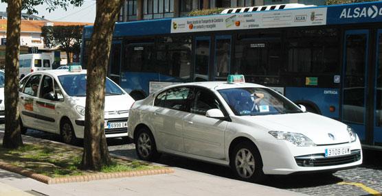 El PSOE denuncia que los taxistas de Torrelavega esperan desde hace un año la parada de la estación de autobuses