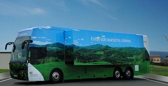 El autobús de Iberdrola llega a Plasencia para concienciar a sus visitantes del uso responsable de la energía