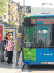 Dbus saca a concurso la explotación de la publicidad exterior en sus autobuses y marquesinas