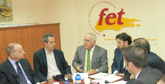La FET se reúne con cargos del Partido Popular en una reunión centrada en los tacógrafos y el transporte escolar