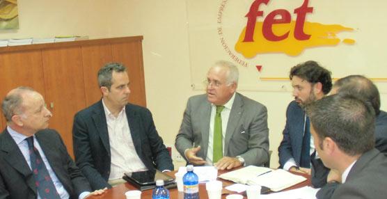 Los empresarios canarios, contrarios al sobrecoste del tacógrafo, piden al PP que 'cumpla su promesa de retirarlo'