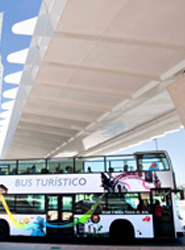 Zaragoza pone en funcionamiento las nuevas paradas de su bus turístico en el Parque del Agua y la 'zona Expo'