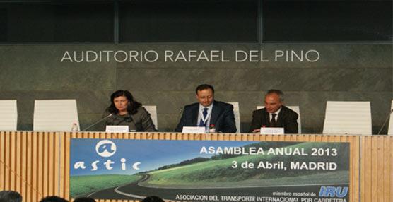 El sector del transporte internacional por carretera denuncia sentirse 'maltratado' por la Administración