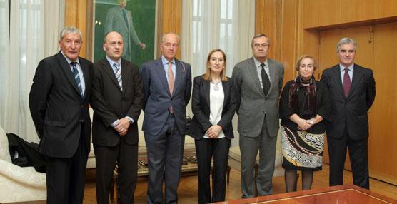 Fomento impulsa la conexión ferroviaria de seis puertos españoles, entre ellos el de Santander y el de Sevilla