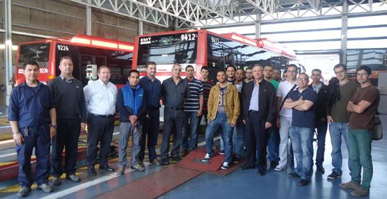 Alumnos del máster de Ingeniería en Mantenimiento de la UPV conocen los equipamientos de EMT Valencia
