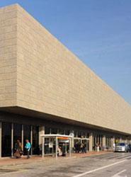 La Generalitat reforzará la conexión en autobús entre el Aeropuerto de Girona y la Costa Brava