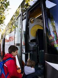 Policía Municipal de Bilbao pone en marcha la primera campaña de control de transporte escolar de 2013