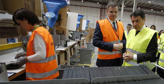 La Comunidad de Madrid apuesta por el comercio electrónico con su visita al centro logístico de Amazon