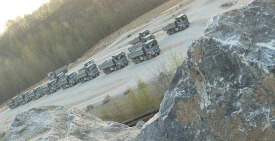 El nuevo Arocs de Mercedes-Benz despliega sus múltiples capacidades en la cantera Rheinkalk