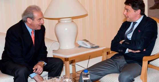La Fundación Seur repasa su labor solidaria en una reunión con el presidente de la Comunidad de Madrid