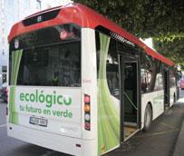 La flota de autobuses urbanos de Almería cuenta con tres vehículos híbridos 'que contribuyen a hacer una ciudad más saludable'