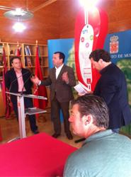 Transportes de Murcia comienza la instalación de 80 postes informativos en las paradas sin posibilidad de marquesina
