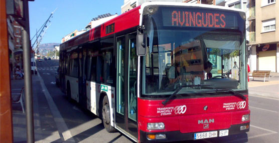 Uno de los autobuses de la flota de urbanos de la ciudad de Tarrasa, en la provincia de Barcelona.