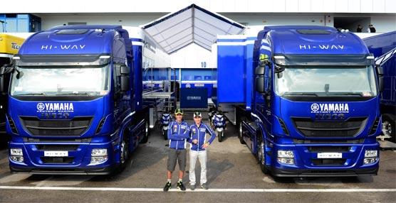 Valentino Rossi y Jorge Lorenzo junto a los camiones Iveco Hi-Way.