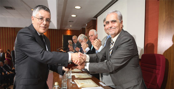 El director de Calidad, Procesos y Relaciones Externas del CRTM, Carlos Cristóbal, medalla al mérito del Colegio de Ingenieros de Madrid