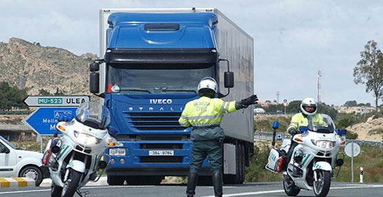 El uso del teléfono móvil durante la conducción continúa siendo la infracción más cometida por los conductores