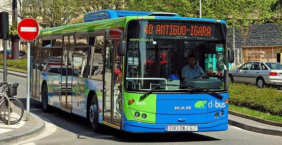 Dbus mejora el acceso central de sus autobuses para personascon movilidad reduciday carritos de niños