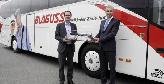 Un momento de la entrega de la primera unidad de las 100 acordadas con la empresa austriaca.