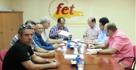 Fet y CC.OO alcanzan un acuerdo para renovar el convenio de transporte discreccional de viajeros en Las Palmas