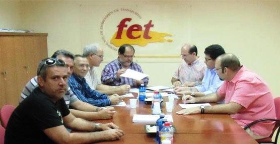 FET Canarias firma la prórroga de un año de los convenios colectivos en transporte de mercancias y de viajeros