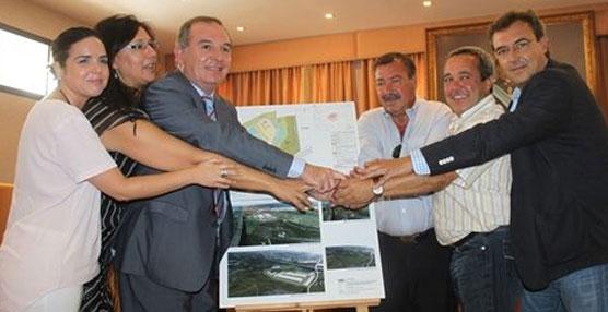 Vélez-Málaga suscribe el convenio para la creación en el municipio de un centro logístico de transportes