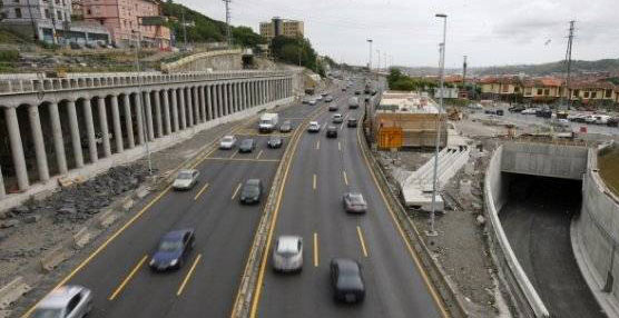 La Policía Municipal de Bilbao realiza una campaña especial de vigilancia y control en el transporte de mercancías