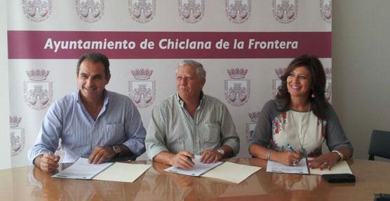 El convenio ha sido suscrito por el alcalde de Chiclana, Ernesto Marín, el gerente de Belizón y Rodríguez S.L., Nicolás Rodríguez y la directora gerente del Consorcio de Transportes, Concepción Parra.