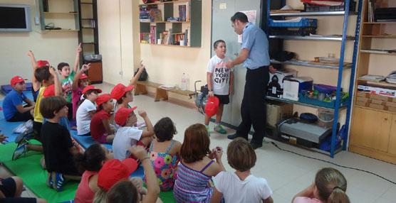 EMT de Valencia explica a los más pequeños, en los colegios, la importancia de moverse en transporte público