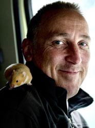 Volvo demuestra que su nuevo FMX es tan fácil de manejar que un hamster puede conducirlo