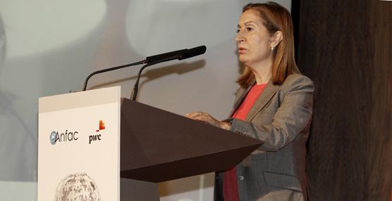 Pastor destaca el papel del sector del automóvil en la economía y reitera el compromiso del Gobierno