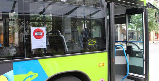 Dbus se ha sumado al Día Internacional por la Erradicación de la Pobreza con carteles en todos sus autobuses