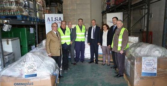 Los empleados de Alsa entregan 10 toneladas de comida para los bancos de alimentos
