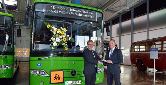Mercedes-Benz entrega la unidad 6000 de su modelo Intouro al operador de transporte Willms Reinhold